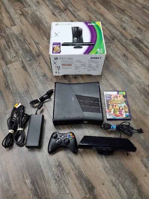 XBOX 360 (4GB) Slim Black Kinect Bundle (CIB)
